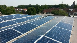 65 ZN Shine 250WP poly panelen in een oost/west opstelling + KLNE Solartec omvormer