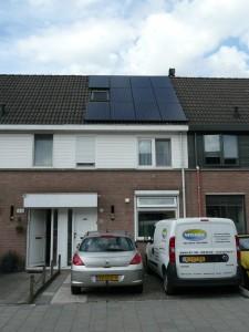 11 Simax 250 WP Mono panelen + KLNE Solartec omvormer