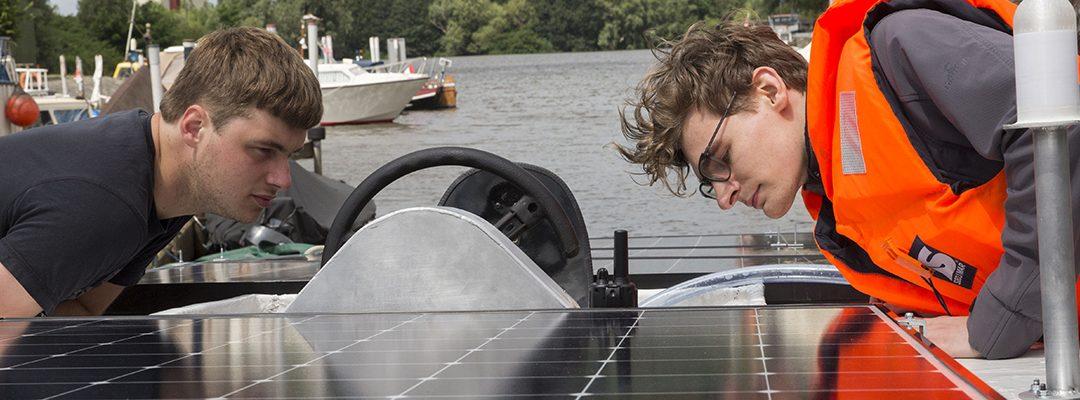 Zonnepanelen op Solarboot Avansera