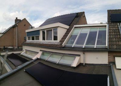 Zonnepanelen hellend en plat dak Oosterhout
