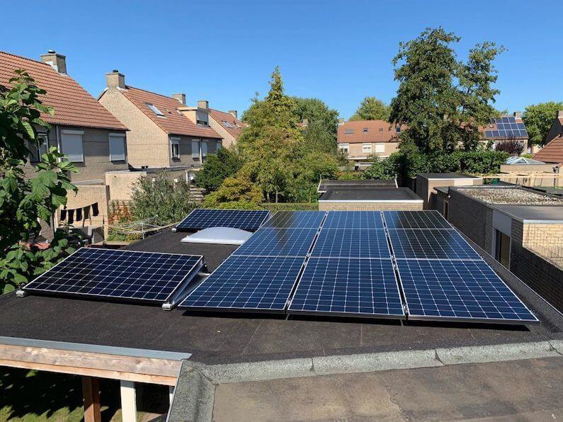 11 SunPower MAX3 390Wp zonnepanelen geïnstalleerd op garagedak in Etten-Leur
