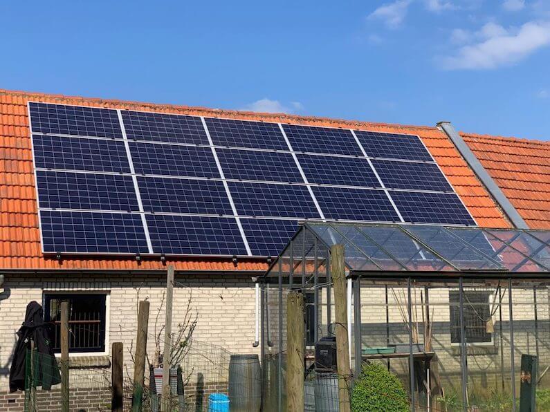 20 Trunsun 280Wp poly-zonnepanelen op een schuur geïnstalleerd in Etten-Leur