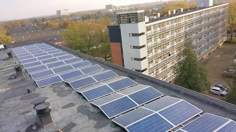 300 zonnepanelen op drie flatgebouwen in Oosterhout