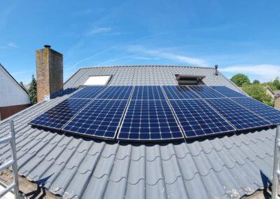 Installatie zonnepanelen Oosteind