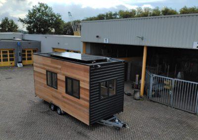 4 SunPower MAX5 zonnepanelen op tiny house